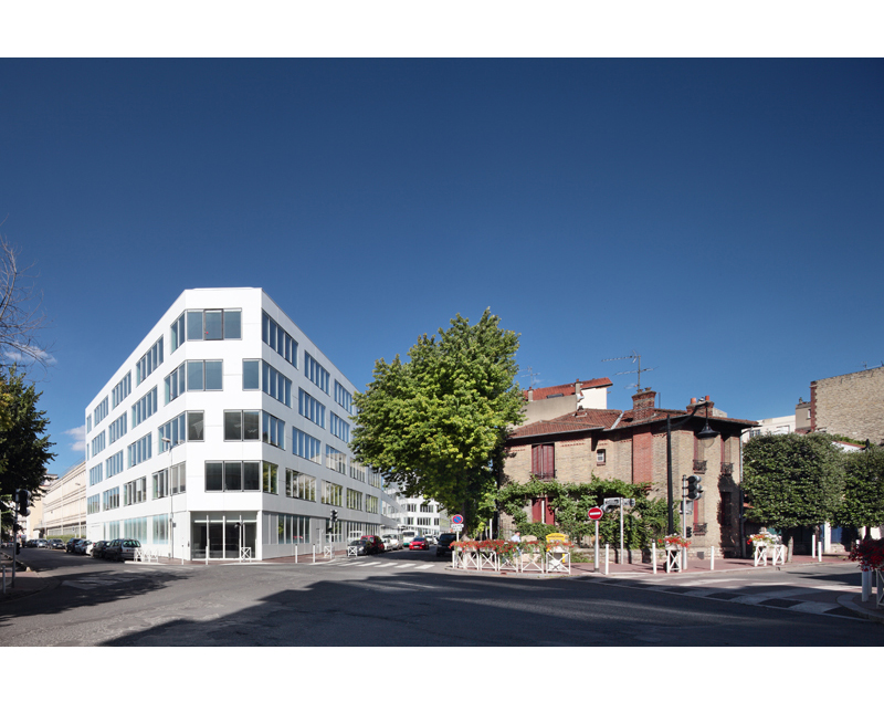 01 White Montrouge
